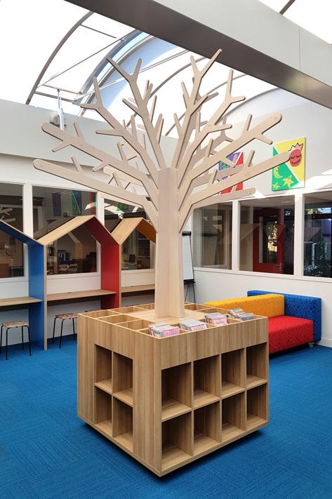 houten themaboom met boekenkast met bovenbakken 2kick