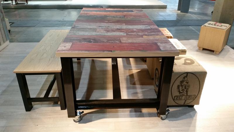 2kick meubelfabriek tafels stoelen en krukken thuis - Glazen tafel gesmeed ijzer en stoelen ...
