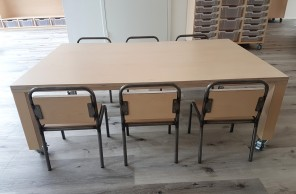 2KICK Kinderstoel Industrie Tafel met Houten Poten op Wielen 2