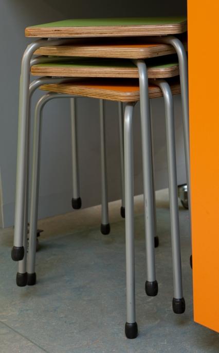 2kick meubelfabriek tafels stoelen en krukken thuis - Kruk voor dressing ...