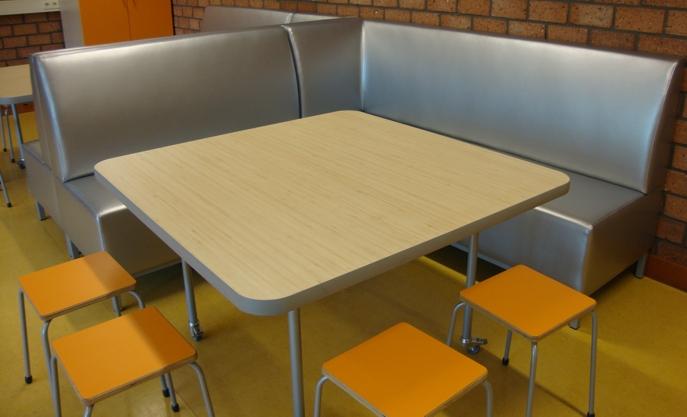 Vierkante Salontafel Met Afgeronde Hoeken.2kick Meubelfabriek Tafels Stoelen En Krukken