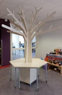 Grote Themaboom met 6 hoekige Tafel op Wielen 2Kick