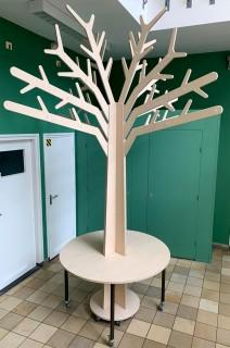 2KICK Houten Themaboom met Stam doorlopend in Ronde Tafel Op Wielen Berken Mainau