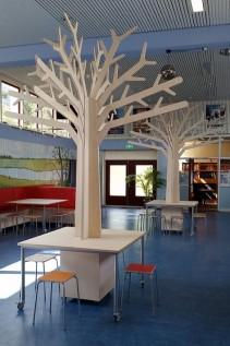 Grote Houten Themaboom met Vierkante Tafel en Krukjes Sam 2Kick
