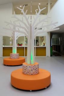 Boom met Verlichting Oranje Hocker